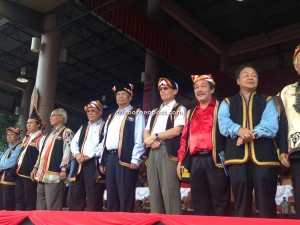 Chief Minister Tan Sri Datuk Patinggi Adenan Satem (4th left) and others enjoying the procession of 36 contingents at the Birumuh Festival held at Serian today.